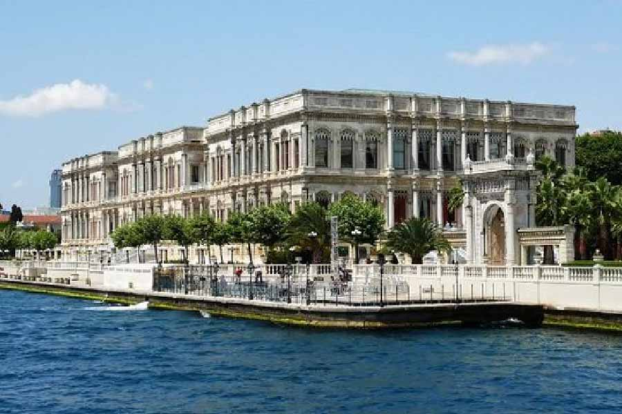 Dolmabahce Palace & Cable Car Tour